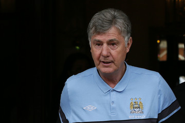 Manchester City's new interim manager Brian Kidd leaves the team hotel in London