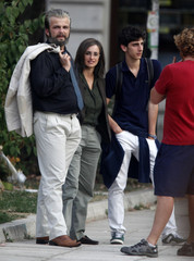 """Oscar winning Spanish actress Cruz, Bosnian actor Haskovic and an unidentified actor prepare to act during the filming of their latest movie """"Venuto al mondo"""" in Sarajevo"""