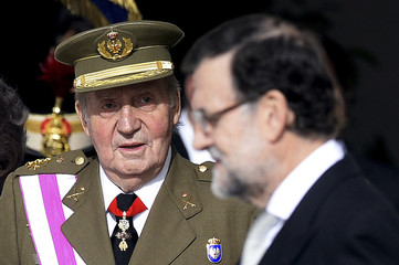 Spain's King Carlos talks to PM Rajoy during an Epiphany Day ceremony in Madrid