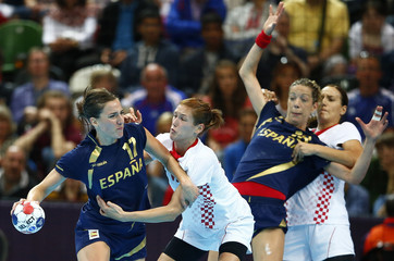 Spain's Elisabeth Pinedo Saenz is challenged by Croatia's Kristina Franic in their women's handball quarterfinals match at the Copper Box venue during the London 2012 Olympic Games