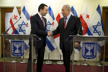 Israel's Prime Minister Netanyahu shakes hands with Georgia's Prime Minister Garibashvili during a joint news conference in Jerusalem