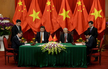 Wang and Minh sign an agreement in Hanoi