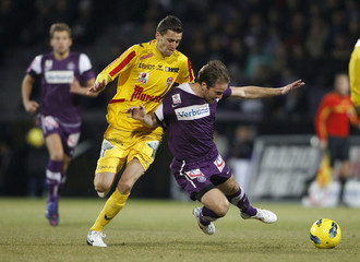 Kapfenberg«s Lovin challenges Austria Wien's Jun during their Austrian league soccer match