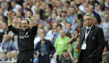 Aston Villa's manager O'Neill reacts after Agbonlahor was brought down in the penalty area during their FA Cup semi-final soccer match against Chelsea  in London