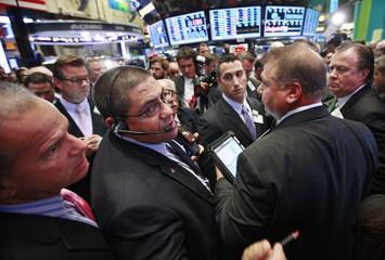 Traders await the Grupo Financiero Santander's first trade following it's IPO on the floor of the New York Stock Exchange