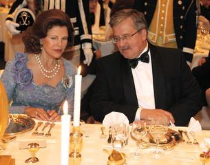 Queen Silvia of Sweden and Polish President Bronislaw Komorowski talk in Warsaw