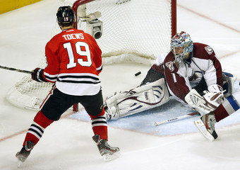Chicago Blackhawks' Toews scores a goal on Colorado Avalanche's Varlamov during the third period of their NHL hockey game in Chicago, Illinois