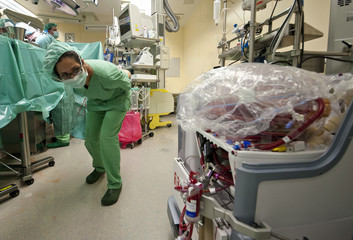 Medical assistant checks human lung during lung transplantation at 'Hannover Medical School' in Hanover