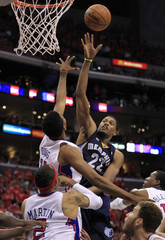 Grizzlies small forward Rudy Gay shoots over the Los Angeles Clippers in the 4th quarter