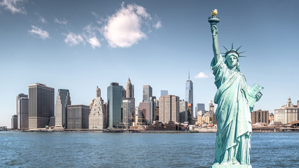 Poster Lieux connus d Amérique The statue of Liberty, Landmarks of New York City with Manhattan building background