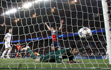 Chelsea goalkeeper Cech fails to catch the ball as Paris St Germain's Lavezzi scored the first goal for the team during their Champions League quarter-final first leg soccer match against Chelsea at the Parc des Princes Stadium in Paris