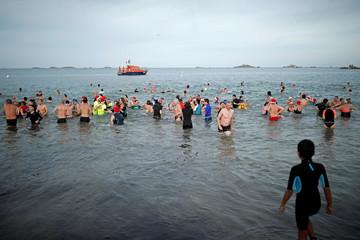 Winter swimmers enjoy a Christmas bath in Carantec