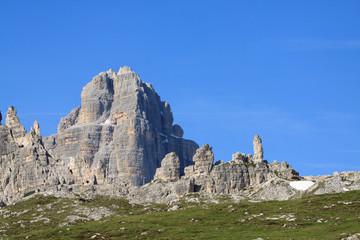 Monte Paterno (Dolomiti) sullo sfondo la cima ovest di Lavaredo