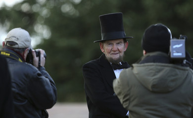 Getty, portraying U.S. President Lincoln, has picture taken before delivering Gettysburg Address at Gettysburg National Cemetery in Pennsylvania