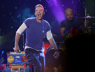 """Chris Martin  of Coldplay sings """"Adventure of a Lifetime"""" during the 2015 American Music Awards in Los Angeles"""