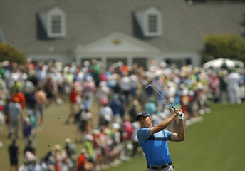 Jordan Spieth of the U.S. watches his shot off the first fairway during first round play of the Masters golf tournament at the Augusta National Golf Course in Augusta