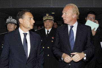 French Interior Minister Hortefeux and Immigration Minister Besson arrive at Charles-de-Gaulle airport for a meeting with French border police in Roissy