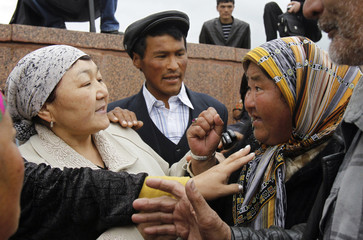 An interim government follower and a supporter of Kyrgyz President Bakiyev argue in Kyrgyzstan's southern city of Osh