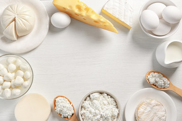 Poster de jardin Produit laitier Dairy products on table, top view