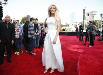 Singer-songwriter Ellie Goulding arrives at the 2014 MTV Movie Awards in Los Angeles