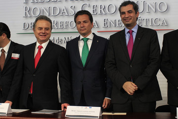 Coldwell, Lozoya and Reza pose for a  picture during the presentation of the so-called 'Round Zero' allocation in Mexico City