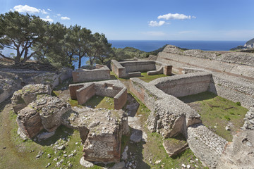 Photo sur Aluminium Ruine The ruins of Tiberius Villa Jovis on island Capri, Italy