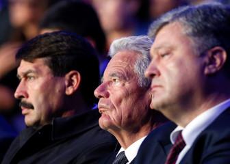 Ukrainian President Poroshenko, German President Gauck and Hungarian President Ader attend ceremony commemorating victims of Babyn Yar in Kiev