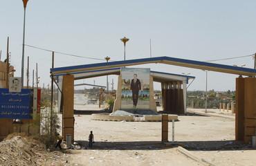 Syrian children stand at the Iraqi-Syrian borders at the Abu Kamal-Qaim border crossing