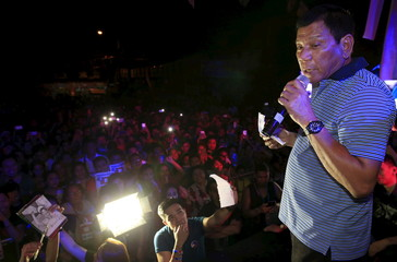 Duterte delivers a statement during a campaign rally at Pandacan city