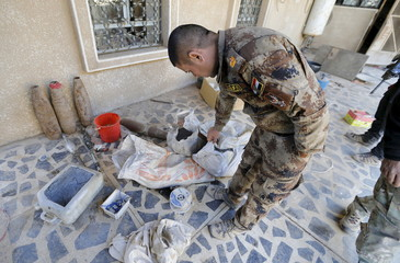 Iraqi security forces inspect houses in the city of Ramadi