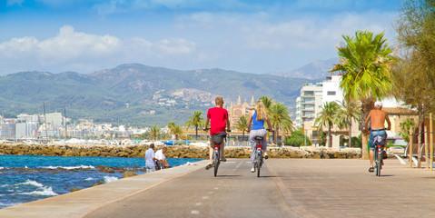 Fahrradfahren auf Mallorca Wall mural