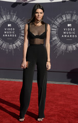 Kendall Jenner arrives at the 2014 MTV Music Video Awards in Inglewood