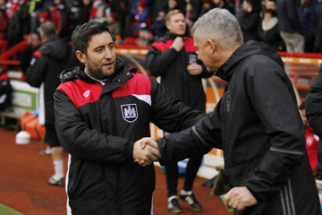 Bristol City manager Lee Johnson and Nottingham Forest caretaker manager Gary Brazil before the match