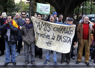 Demonstrators shout slogans against corruption on the first day of the corruption and bribery trial involving Francisco Camps at Valencia