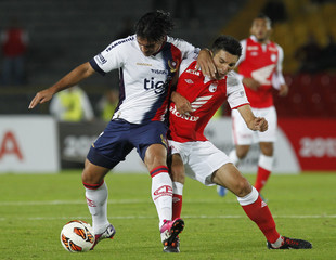 Torres of Colombia's Santa Fe fights for the ball with Beltran of Paraguay's Cerro Porteno during their Copa Libertadores match in Bogota