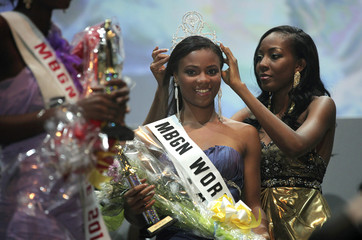 Most Beautiful Girl in Nigeria 2009 winner Chukwu places a crown on this year's winner Fiona, after announcement of results in Lagos