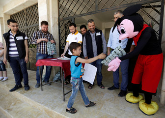 The Wider Image: Going to school in Syria