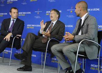Gates, Rosell and Guardiola address a news conference at the Newseum in Washington