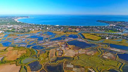 Vue aérienne de La Baule Escoublac depuis les marais salants de Guérande, Loire Atlantique, France