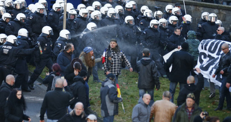 Police use pepper spray against supporters of PEGIDA protest in Cologne