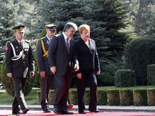 Finland's President Halonen and Turkey's President Gul chat as they attend an official welcoming ceremony in Ankara
