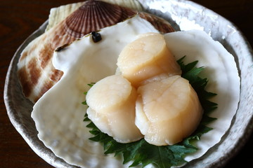 ホタテガイの刺身 sashimisliced raw japanese scallop