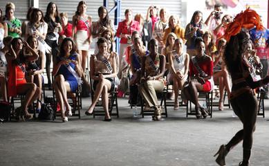 Miss Universe 2011 contestants watch a samba dance class at Rosas de Ouro samba school in Sao Paulo