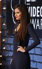 Selena Gomez arrives at the 2013 MTV Video Music Awards in New York