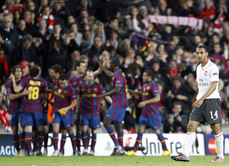 Arsenal's Walcott reacts after Barcelona's fourth goal during their Champions League quarter-finals second leg soccer match in Barcelona