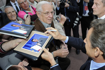France's President Sarkozy signs autographs for well-wishers in the crowd in Nice