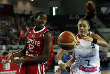 Turkey's Hollingsworth fights for the ball against Puerto Rico's Bermudez during their 2012 women's FIBA Olympic Qualifying Tournament in Ankara