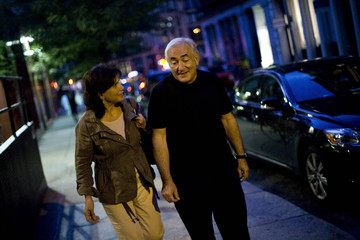 Former IMF chief Strauss-Kahn and his wife Anne Sinclair walk to catch a cab in New York