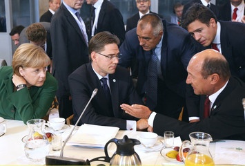 Merkel, Katainen, Borisov and Basescu chat during Eastern Partnership Summit at the Prime Ministers Chancellery in Warsaw