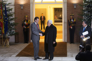 Palestinian President Abbas and Spain's Prime Minister Rajoy shake hands at La Moncloa Palace in Madrid
